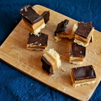 chocolate caramel shortbreads thumb