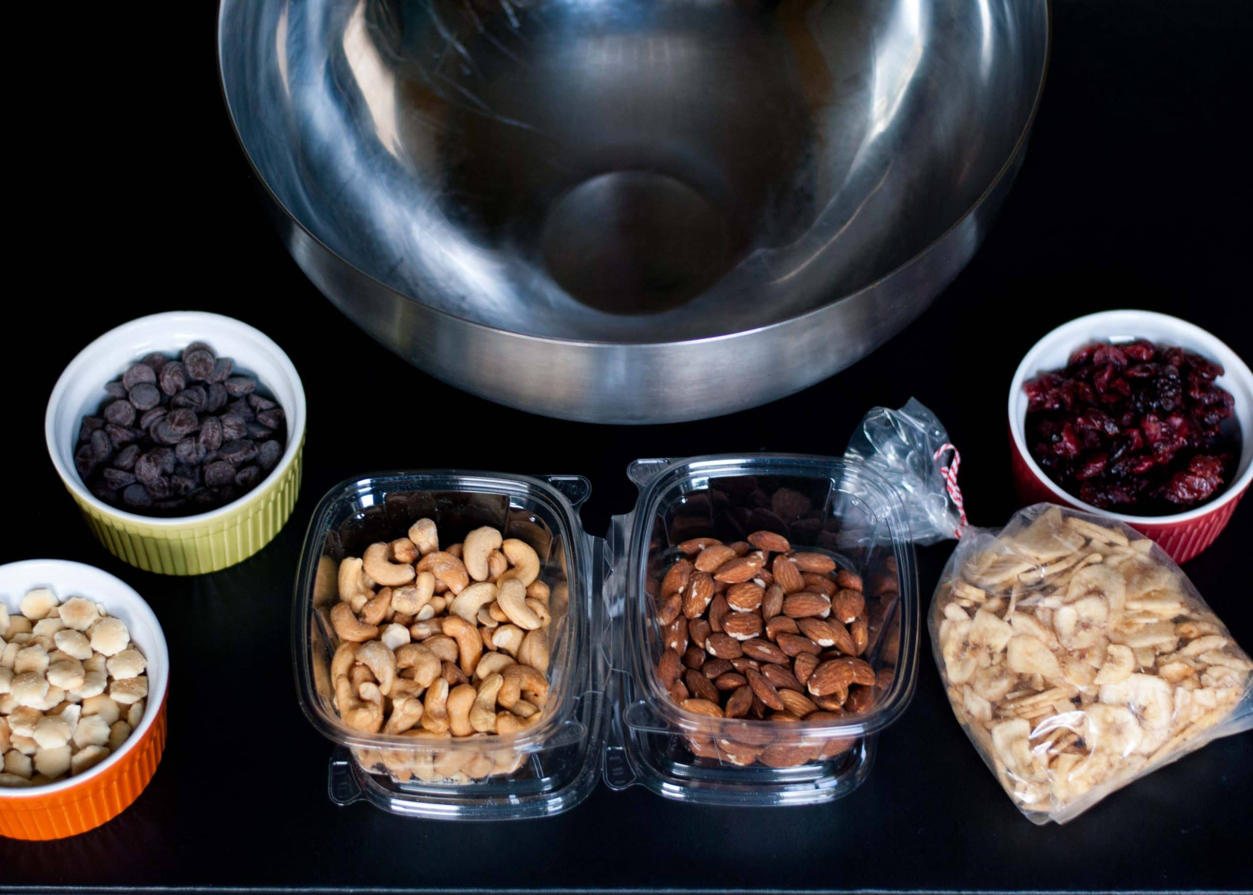 How To Make Healthy Sweet and Salty Trail Mix | Neighborfoodblog.com
