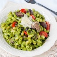 {30 Minute Meal} Spinach Pesto Pasta with Mushrooms