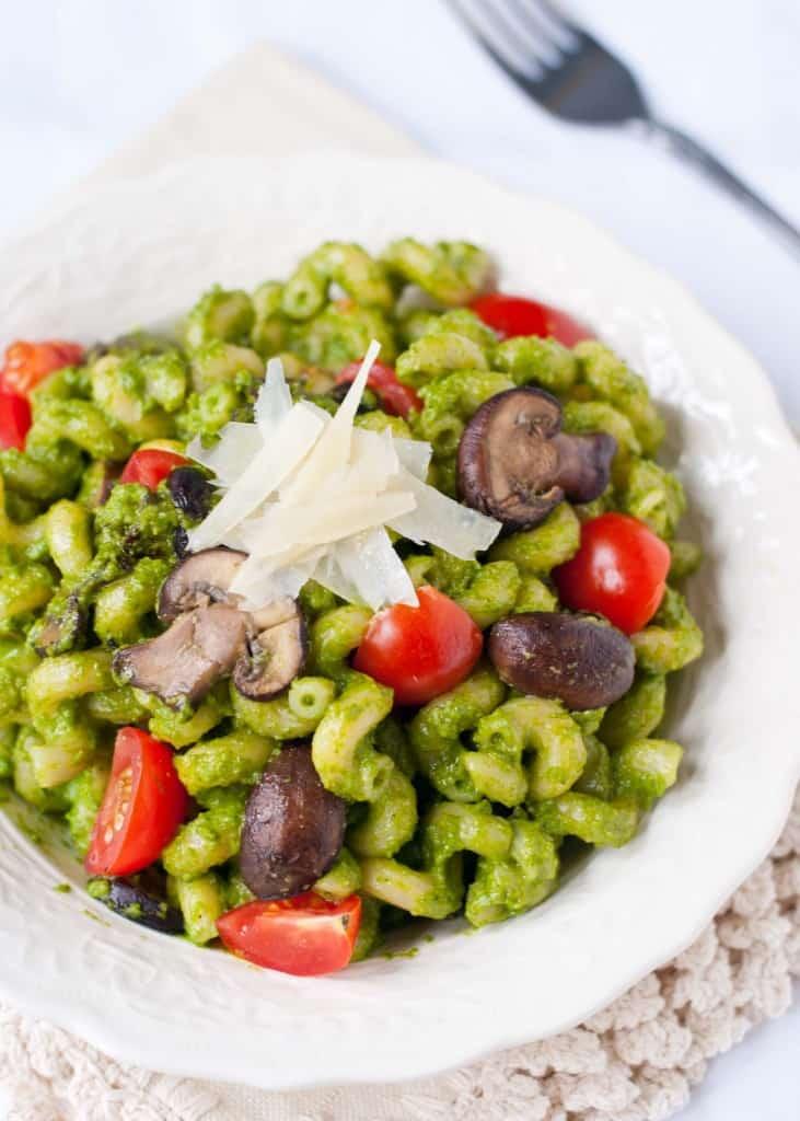 {30 Minute Meal} Spinach Pesto Pasta with Mushrooms | Neighborfoodblog.com
