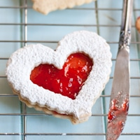 Strawberry Lemonade Linzer Cookies thumb