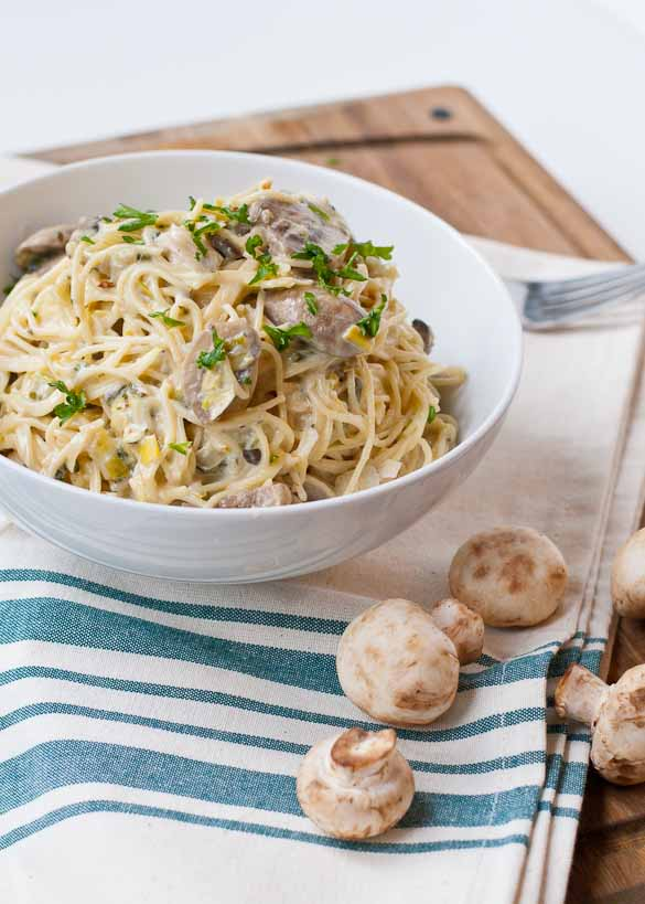 Creamy Leek and Mushroom Pasta   Neighborfoodblog.com #vegetarian #meatless