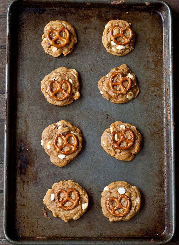 These Chewy White Chocolate Pumpkin Pretzel Cookies are perfect for fall!