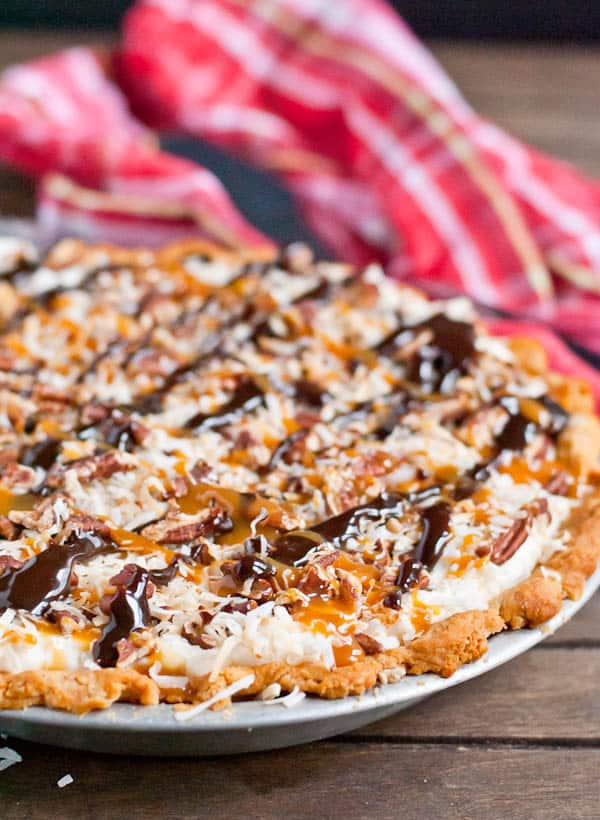 This Pecan Cream Cheese Pie is what would happen if chocolate turtles ...