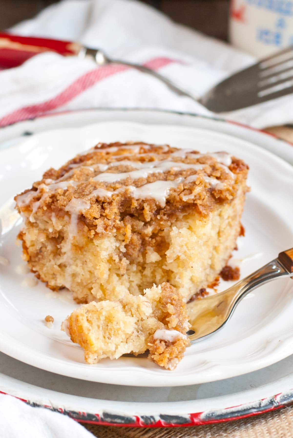 This amazing Banana Crumb Cake has a crunchy brown sugar crumb topping and ultra moist cinnamon banana cake.