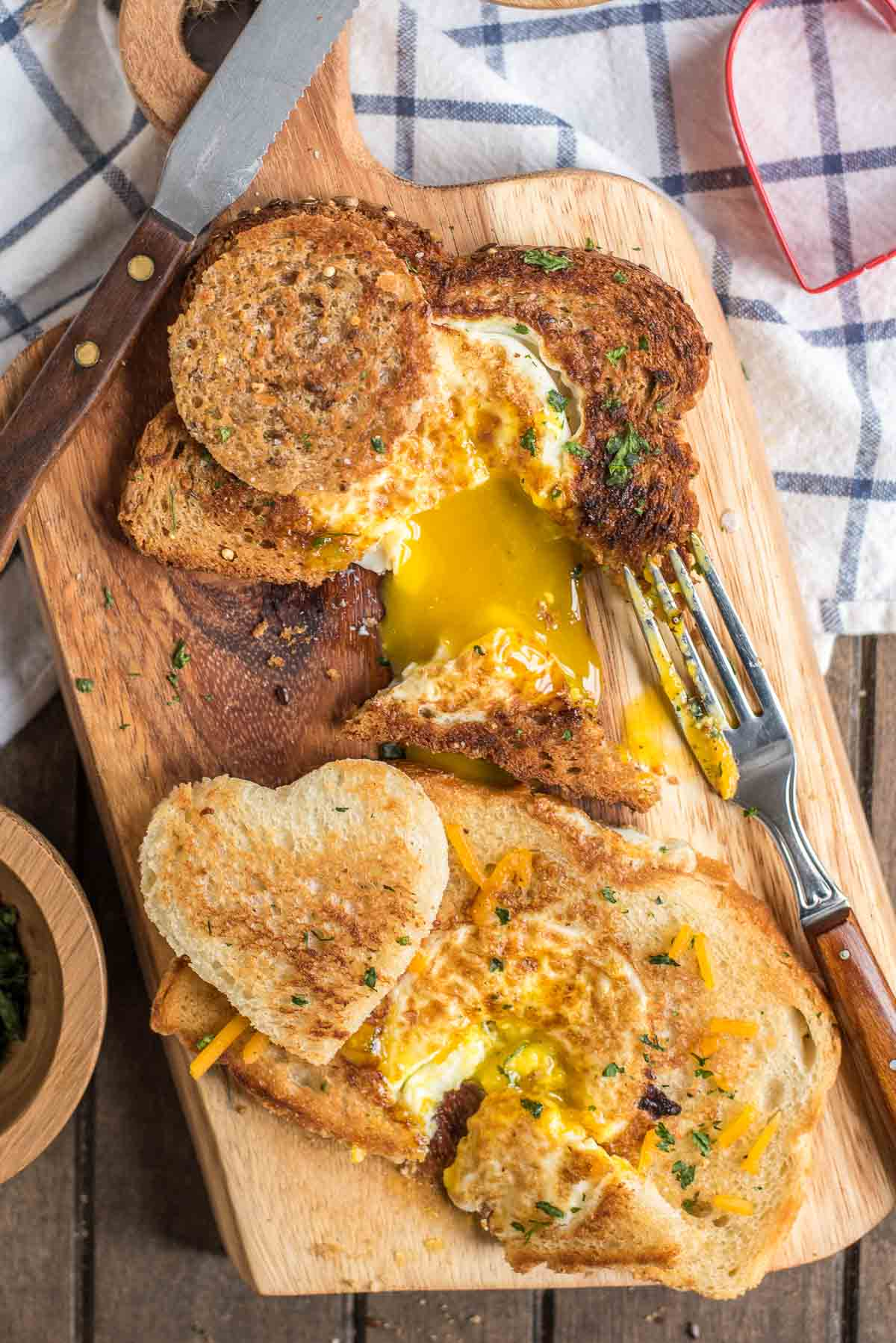 There is nothing better (or easier) than Eggs in a Basket for a quick breakfast or lazy brinner!