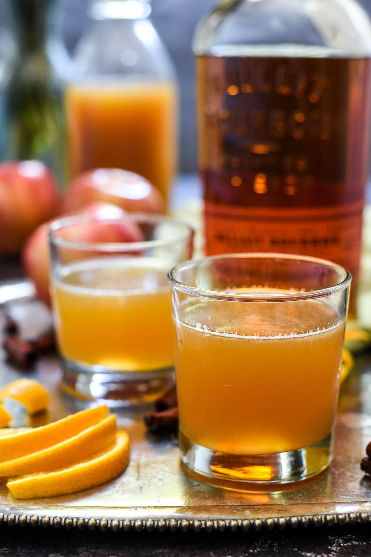 Cozy up with a Bourbon Apple Cider Cocktail--the perfect fall drink!