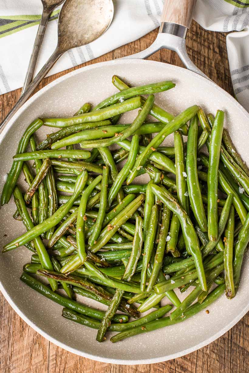 Garlic Green Beans in a Skillet