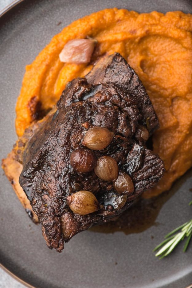 braised short ribs recipe with pearl onions on top