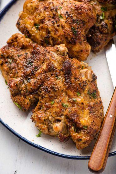 crispy air fryer chicken thighs with seasoning
